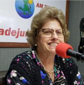 Maria Cristina Castilho, coordenadora da Casa da Fonte, é entrevistada pela Rádio Cidade Jundiaí