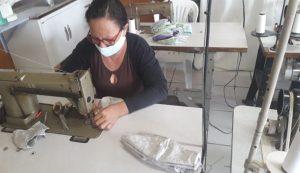 Costureiras da Casa da Fonte fabricam 750 máscaras por semana para doação